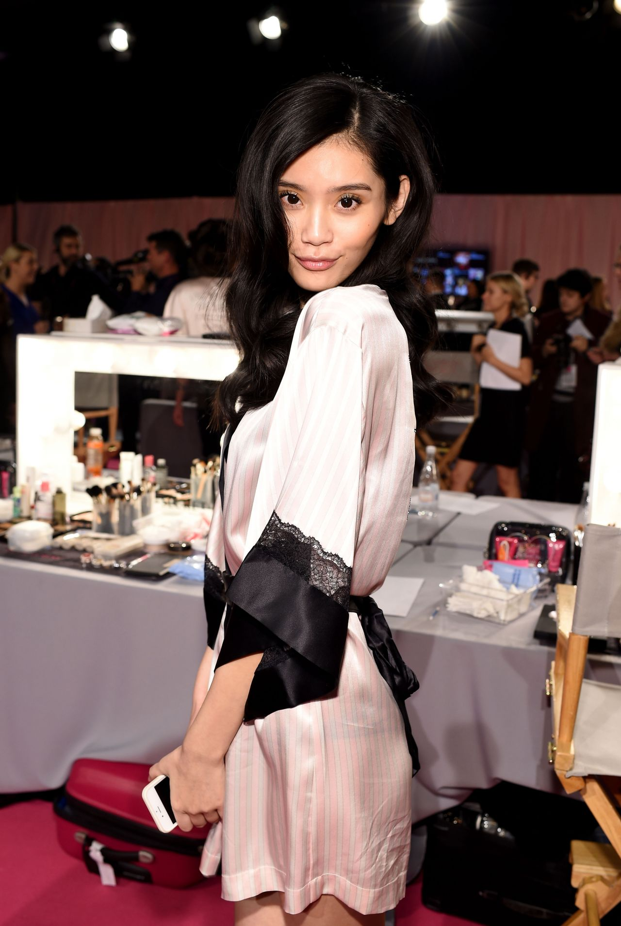 ming-xi-2014-victoria-s-secret-fashion-show-in-london-hair-and-makeup_1