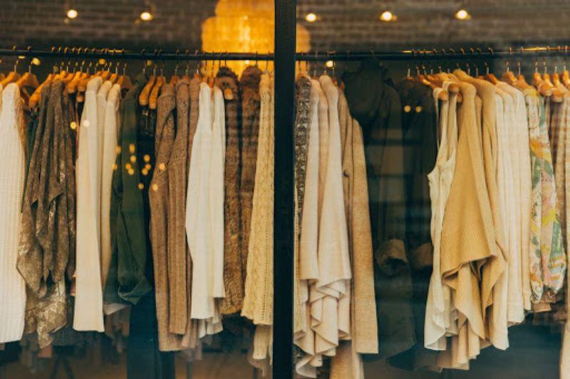 Slow Fashion คือ ซื้อเสื้อผ้าเท่าที่จำเป็น